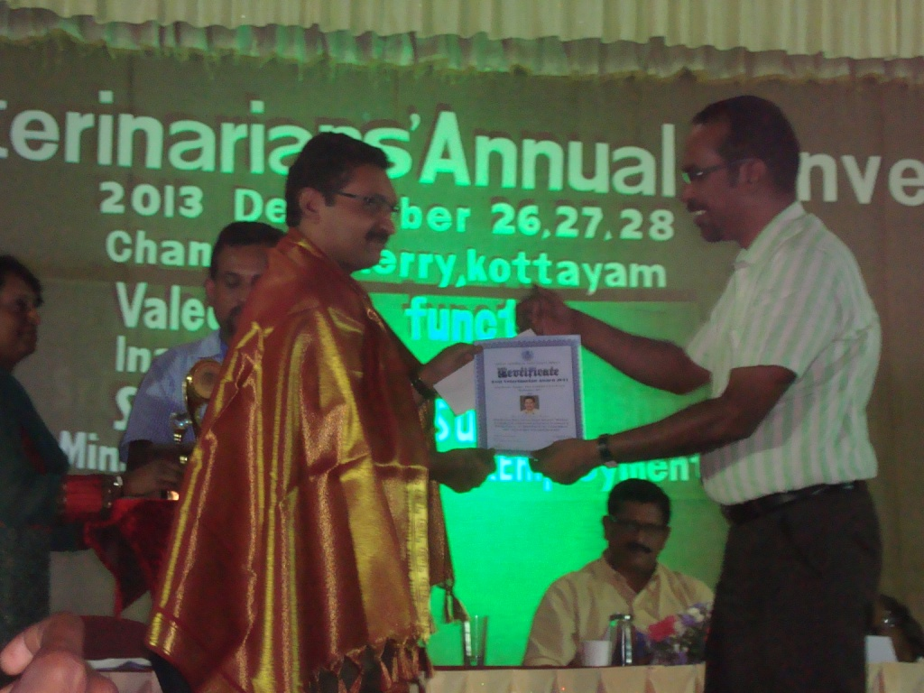 Dr Mohan Kumar VKP receiving the Best Veterinarian 2013 award